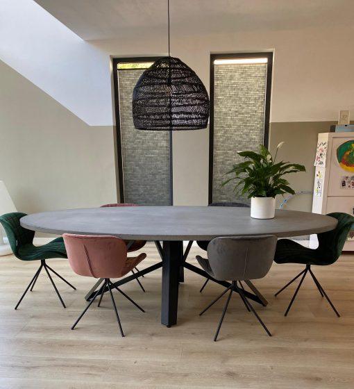 betonlook tafel ovaal met stoelen