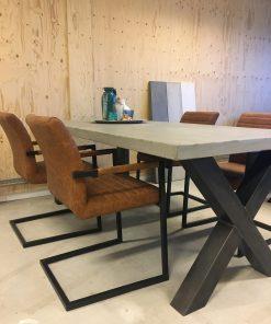 Betonlook tafel stalen x poot