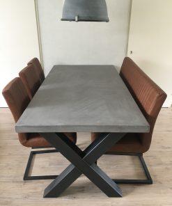 betonlook tafel met x poot