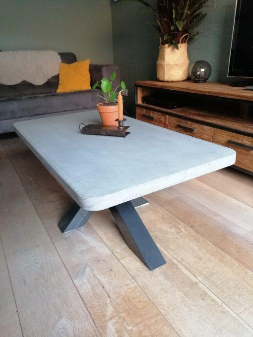 salontsfel betonlook met matrix poot
