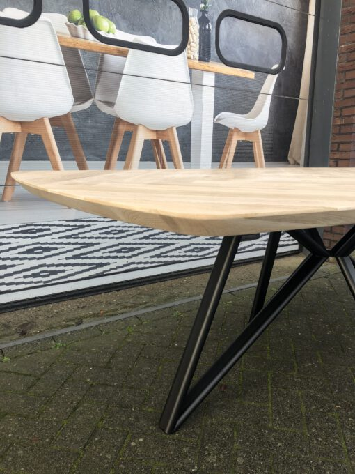 eiken visgraat tafel met ovale poot